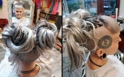 Peloco: Eine Mega-Veränderung bei der ich mich mal wieder austoben durfte! Scharf sieht Nici nun aus mit ihrer Haarverlängerung aus Braids & Plaits in Silber-Weiß und Schwarz. Die Spitzen haben wir offen und glatt gelassen, um extraviel Länge zu gewinnen.