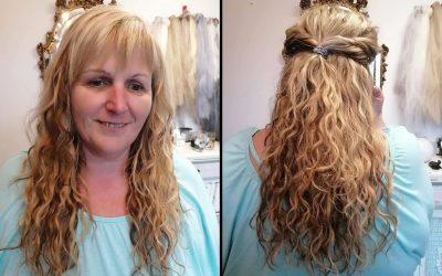 Peloco: Für diese zauberhafte Haarverlängerung wurde russisches Echthaar (hochwertigste Haarqualität) in verschiedenen Blond Nuancen mit der brasilianischen Knüpftechnik eingearbeitet. Diese Technik ist zwar sehr zeitaufwendig, aber eine der haarschonendsten Techniken, welche sehr lange hält. Auch geeignet bei feinem Haar.