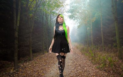 peloco-cyberpunks_Bizarrer-Herbstwalk-im-Nebel