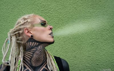 peloco-cyberpunks_Rauchfahne-des-Tattoogirls
