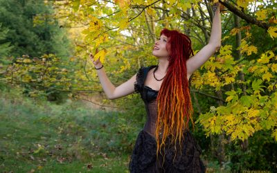 Franky's Peloco Fairytales: Goldmarie eilte durch den Zauberwald und schüttelte brav die Äpfel von den Bäumen (Copyright by: FotoFrank)