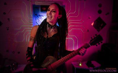 Franky's Peloco Laserlightparty: Christina unser gedreadeder Guitarhero. (Copyright by: FotoFrank)