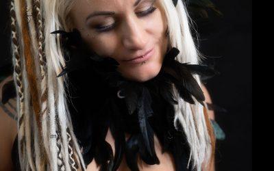 Franky's Peloco DreadLockDown: Es muss nicht immer wild und bunt sein. Dreadlocks lassen sich auch in allen natürlichen Haarfarben herstellen, die speziell zum Typ passend auch gemischt werden können. (Copyright by: FotoFrank)