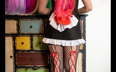 Franky's Peloco Virus: Lange Haare kommen nie aus der Mode. Ganz modern präsentieren wir euch diese zauberhafte Haarverlängerung in rot, pink und orangen Tönen. (Copyright by: FotoFrank)