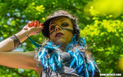 Fredy's Peloco Survivors: Selbst für blaue Federn am Kopf hat Peloco das perfekte Styling (Copyright by: Manfred Voit)