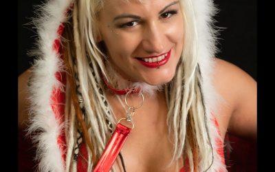 Franky's Peloco DreadLockDown: Weihnachten 2020 mal anders. Unser Weihnachtsengerl mit blonden Dreadlocks lächelt trotzdem zuckersüss und stark der Zukunft entgegen. (Copyright by: FotoFrank)
