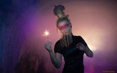 peloco3-geisha-mit-dem-lichtzauber
