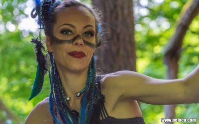 Fredy's Peloco Survivors: blauer Avatar mit hochgesteckten Rastazöpfen und Extensions verziert mit Federn (Copyright by: Manfred Voit)
