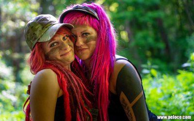 Fredy's Peloco Survivors: Feuerrote und flamingo-pinke Dreadlocks aus Echt- und Kunsthaar bringen unsere Survivorgirls zusätzlich zum Strahlen (Copyright by: Manfred Voit)