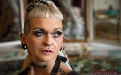 Franky's Peloco Virus: Trau dich, anders zu sein. Zum Beispiel mit verlängerten Dreadlocks aus Echt und Kunsthaar, abgestimmt auf deine natürliche Haarfarbe oder kunterbunt in all den Farben des Regenbogens. (Copyright by: FotoFrank)