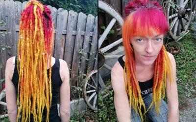 Peloco: 'Mach was du willst, aber nur nicht grün' 😂 Mit diesen Worten setze sich unsere liebe Kundin vor kurzem auf den Stuhl im Peloco Salon. Das Ergebnis war ein flotter Stufenschnitt mit neuer Magenta-Haarfarbe mit rose-gold Effekt und eine anschließende Haar-Verlängerung mit synthetischen Dreadlocks. Respekt vor soviel Mut zur Verwandlung 😍💯